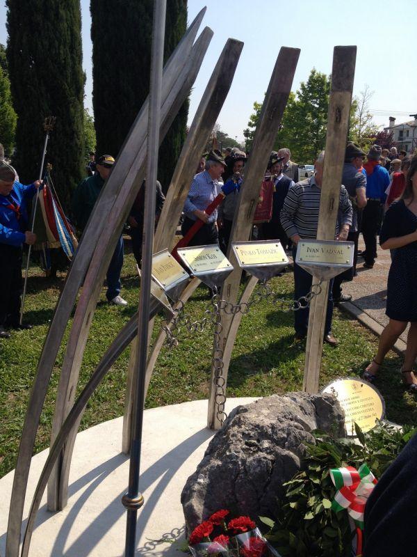 Il monumento ai cinque partigiani sloveni