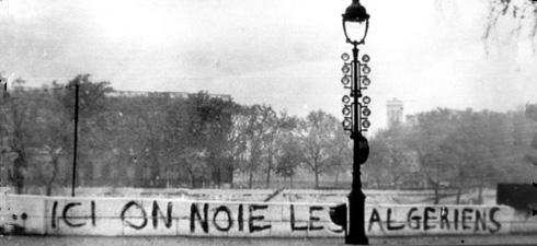 """""""Qui si annegano algerini"""", Parigi, Quai de Conti, lungo la Senna, 1961"""